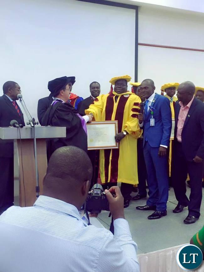 Dr Kambwili receiving the award