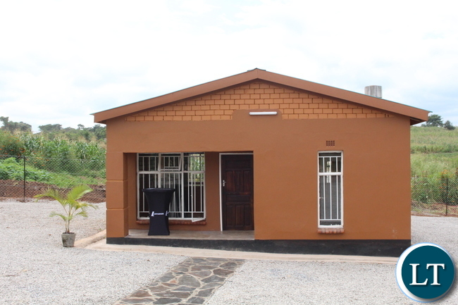 Compressed Earth House : Zambia lafarge launches new technologies to