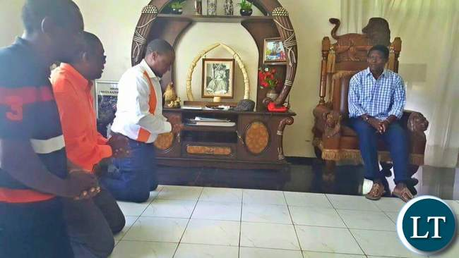 Miles Sampa and his delegaton pays a courtesy call on  Mwata Kazembe at his palace in Mwansabombwe