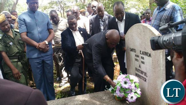 President Lungu in accompany with the former president Dr Kenneth Kaunda visited the burial site Of Dr Kaunda's parents at Lubwa.