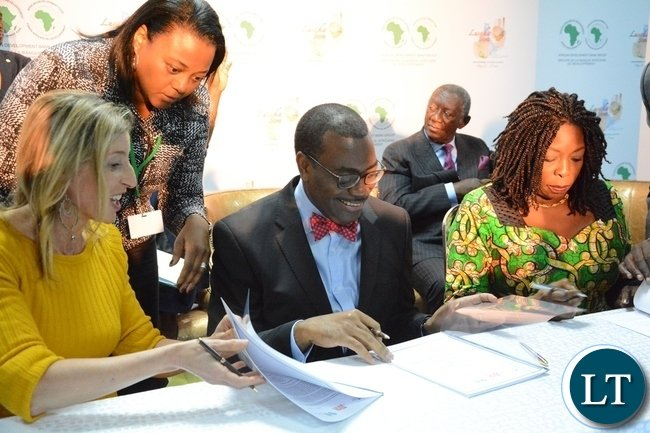 African Development Bank President Akinwumi Adesine (c) Managing Director Dangote Foundation Zouera Youssoufou (r) and Jamie Cooper Chair and President of Big Win Philanthropy signing the connection with the Technical Partnership on Nutrition at the Achieving Nutritional Security conference