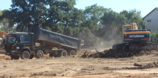 ?Earth moving equipment clearing land for the construction of Coronation Park Mall at a cost of $4m in Kabwe,Trinity Group of Companies of Ndola is the developer.Pictures By Kelvin Tembo-ZANIS