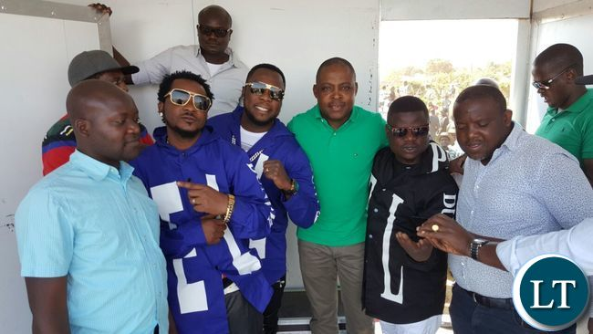 Kalusha Bwalya poses with musicians and PF cadres