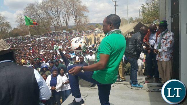Kalusha Bwalya juggles the ball at the final PF rally at Woodlands Stadium grounds