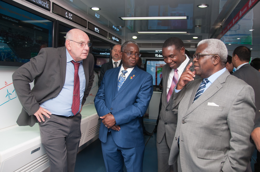 UNZA Vice Chancellor Professor Luke Mumba (centre) and Deputy Secretary to the Cabinet Amb. Peter Kasanda (right) learn more about the latest broadband technology from a Huawei employee.