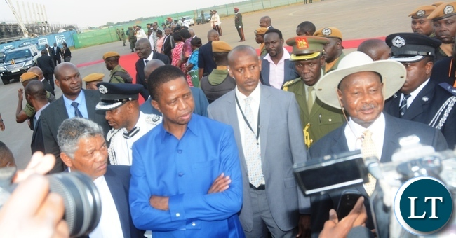 President   of Uganda Yoweri Museveni with President Edgar Lungu  flaked  with  Minister of Justice Given Lubinda  addresses the press  during his  arrival at Kenneth Kaunda Airport