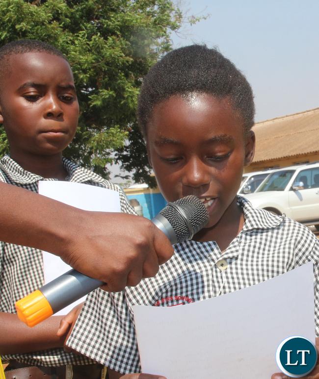Pupils giving a vote of thanks: Grade 3 pupils Sebastian Mwape and Tinozyenge Zyambo