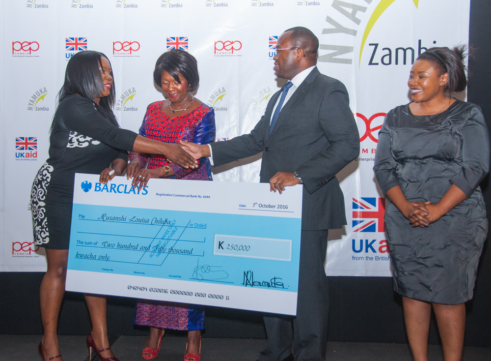 Nyamuka Zambia 2016 winner Musanshi Louisa Chiluba receives K250,000 from Hon. Margaret Mwanakatwe and Barclays managing director Saviour Chibiya.