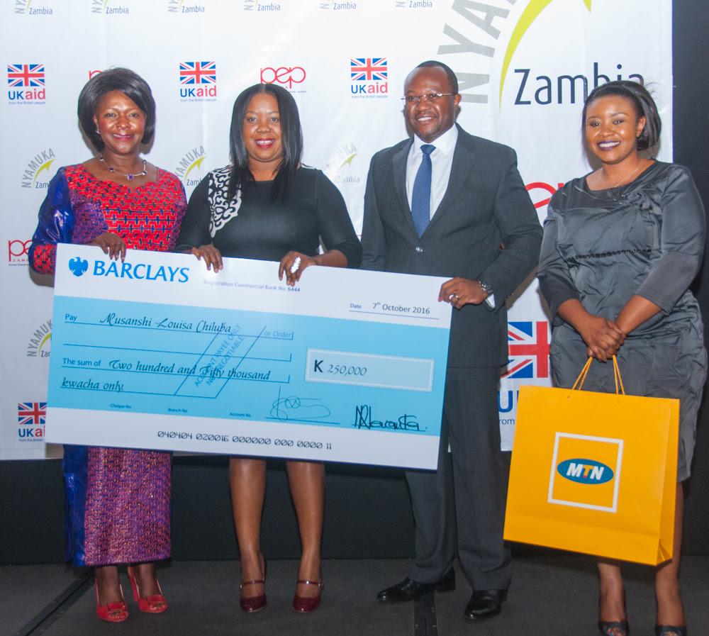 nyamuka-zambia-2016-winner-musanshi-louisa-chiluba-receives-k250000-from-hon-margaret-mwanakatwe-and-barclays-managing-director-saviour-chibiya