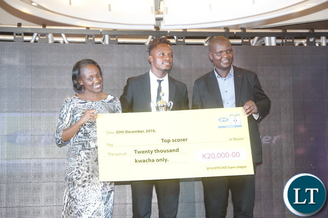 """MTN Zambia General Manager and Human Resources Ompie Shandavu, ZESCO striker Walter Bwalya and FAZ Treasurer Rix Mweemba during a a cheque prize presentation  of the """"2016 FAZ/MTN league Top Scorer """"  to the winner."""