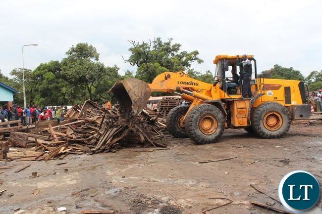 he Kitwe City Council today swung into action removing vendors on part of Matuka Avenue. This follows City Mayor, Christopher Kang'ombe's remarks during a meeting at the weekend that he would not tolerate vending in the Central Business District (CBD). In the picture, a front end loader removing palates where vendors used to display their merchandise. PICTURE BY MUKWINDA NG'UNI/ZANIS