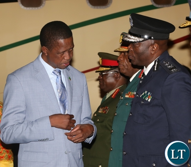 Inspector of Police Kakoma Kanganja(r) confers with President Edgar Lungu(l) at Kenneth Kaunda International Airport as the President Arrived from Israel last night around 19:04.Picture by Ennie Kishiki/Zanis.
