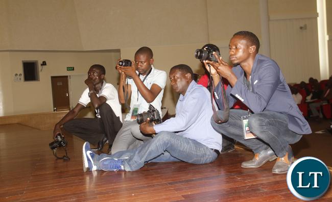 Journalists following FAZ President speech.