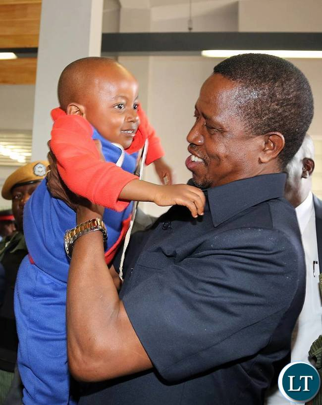 President Lungu holds a child at Chilenje Level 1 Hospital