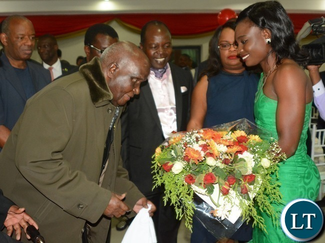 -Boxer Catherine Phiri(r) presents a bouquet to First Republican President Kenneth Kaunda(l) on his 93rd Birthday during Zambia Association of Musician KK's Birthday Bash in Chongwe last night,