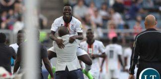 Fashion Sakala celebrates the second goal with the bench