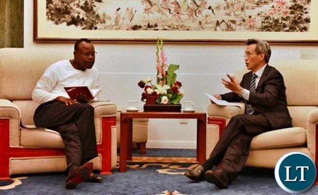 Foreign Ministry official Lin Songtian met with Zambian Minister Counselor in China Geoffrey Banda to urge the release of 31 arrested Chinese on Sunday. (Photo-Chinese Foreign Ministry)