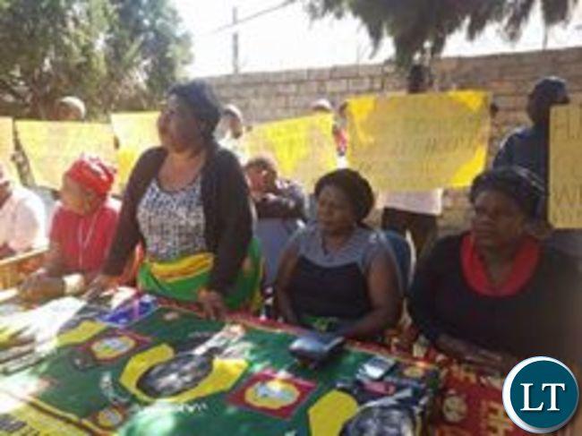 UPND Womens Chaiperson Namakau Kabwiku addressing a media briefing