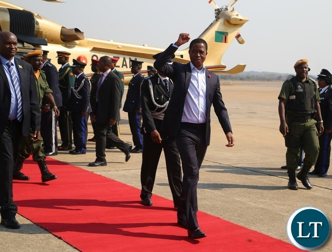 President Edgar Lungu wave the part symbol shortly before his departure to Rwanda at Kenneth Kaunda International Airport yesterday 17-08 2017. Picture by ROYD SIBAJENE/ZANIS