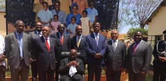 President Edgar Lungu and President Jacob Zuma flanked by there first ladies Esther Lungu (r) Bongekile Zuma (l) pose for the photo with first republican President Kenneth Kaunda at Chilenje House the National monument, the House Kaunda use to stay shortly before the two Presidents tours House in Chilenje