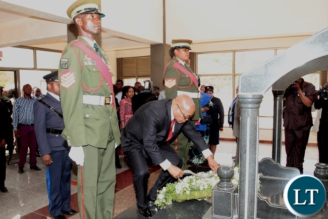 South African President Jacob Zuma lays wreaths at the tomb of the late fifth Zambian President Michael Sata when he toured the Presidential Memorial Site,Embassy Park in Lusaka