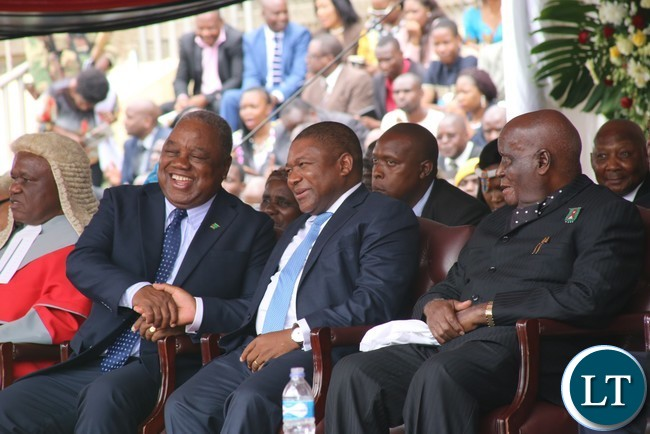 Former President Rupiah Banda confers with Namibian Vice President Hage Geingob while Dr.Kenneth Kaunda looks on during the Inauguration Ceremony at National Sports Stadium in the capital Harare
