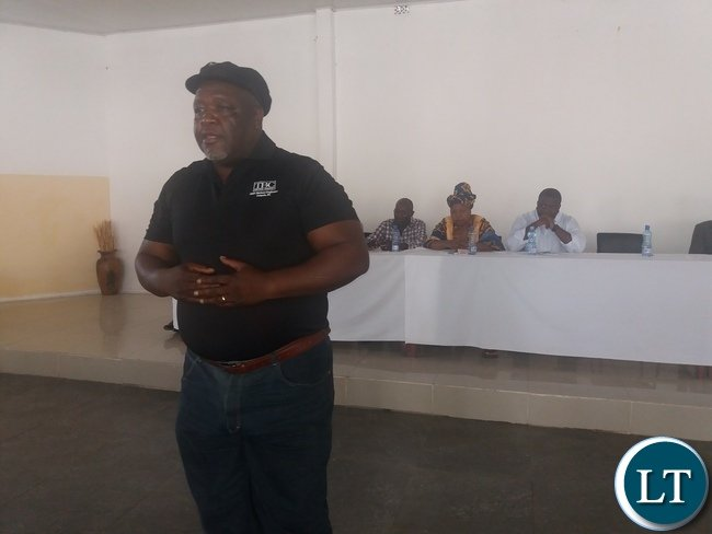 Dauzen Tembo addressing members in Kabwe.
