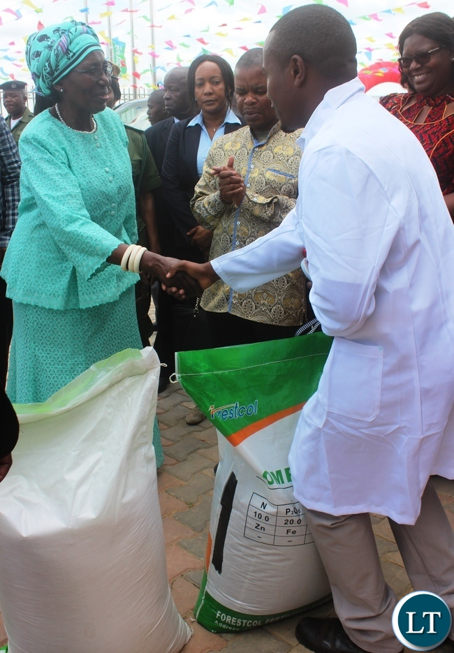 Vice President Inonge Wina receives bags of fertilizer from Nicolas Daka,  forestcol  Fertizer commercial Manager after opening the multi-million plant in Kabwe.Picture by SUNDAY BWALYA/ ZANIS