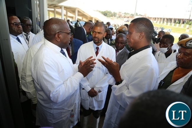 President Edgar Lungu confers with Minister of Health Chitalu Chilufya whilst Minister Local Government Vincent Mwale listens during the tour of Heroes Stadium Cholera centre