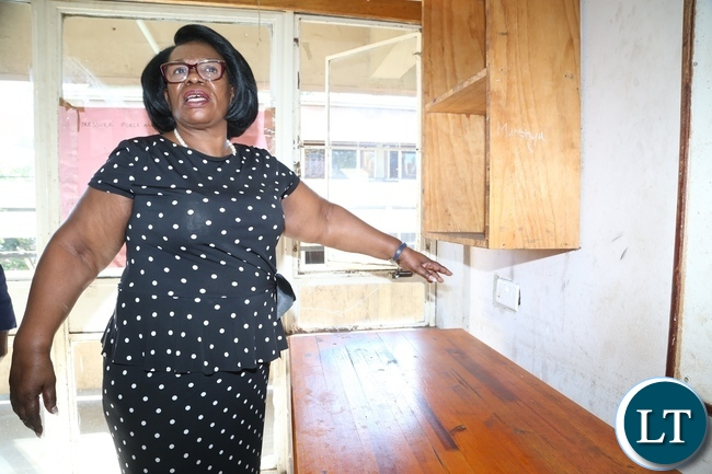 Minister of High Education Prof. Nkandu Luo inspecting the room at one of the hostel at UNZA