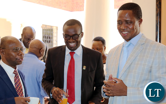 President Edgar Lungu (R) shares a light moment with Lusaka Mayor Wilson Kalumba (L) and Local Government Association of Zambia president Christopher Kang'ombe who is also Kitwe Mayor (C) at State House on Friday, 12th January, 2018. Picture by Eddie Mwanaleza, State House.