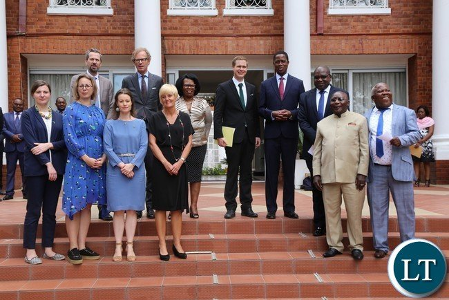 President Edgar Lungu flanked by Sweden Minister of Education Gustav Fridolin(L) with his delegation pose for a group photo after  he paid a courtesy call on him at State House