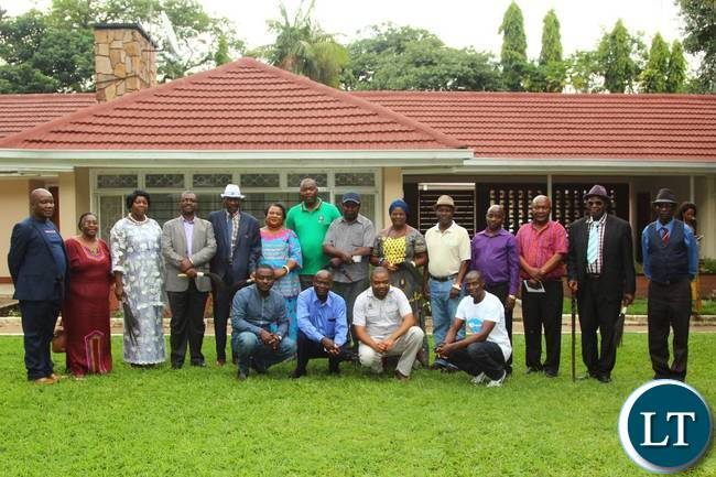 Mr Lusambo posing for a group photo with the Lamba Chiefs after the end of the luncheon held at his residence in Ndola