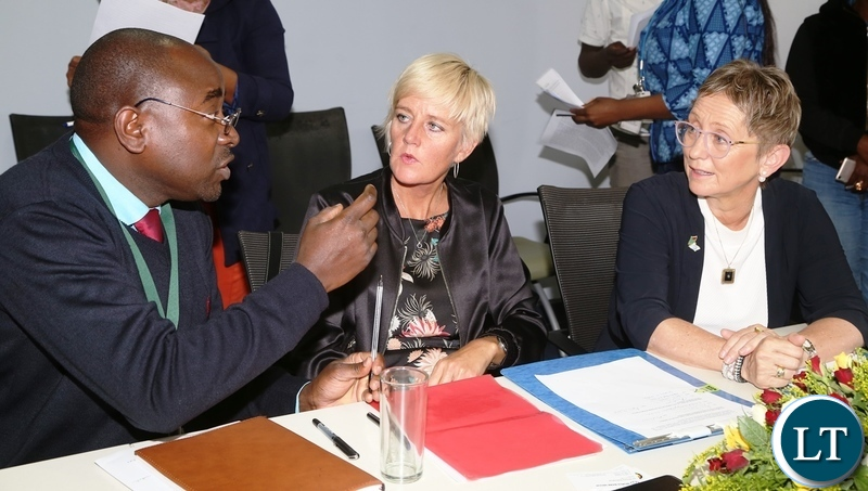 Patrick Mubanga of Rural Electrification Authority confers with World Bank Country Manager Ian Ruthenberg (r) and Swedish Embassy Deputy Head of Mission Karin Svernken after the Administrative Grant agreement between Government of Sweden and World Bank on Electricity Service Access Project during the signing ceremony