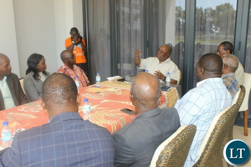 Former President Rupiah Banda meeting with ZCID team