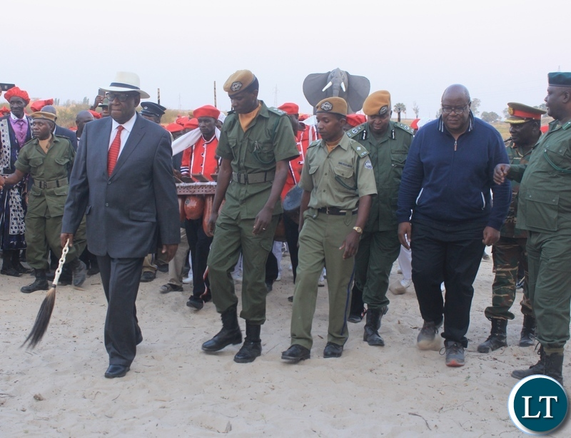 King Imwiko Lubosi II (in front) with Western Province Permanent Secretary Sibanze Simuchoba (r) arrives in Lealui during the 2018 Kufuluhela Ceremony when the Litunga travels back to the Lealui Royal Palace in plains in MonguKing Imwiko Lubosi II (in front) with Western Province Permanent Secretary Sibanze Simuchoba (r) arrives in Lealui during the 2018 Kufuluhela Ceremony when the Litunga travels back to the Lealui Royal Palace in plains in Mongu