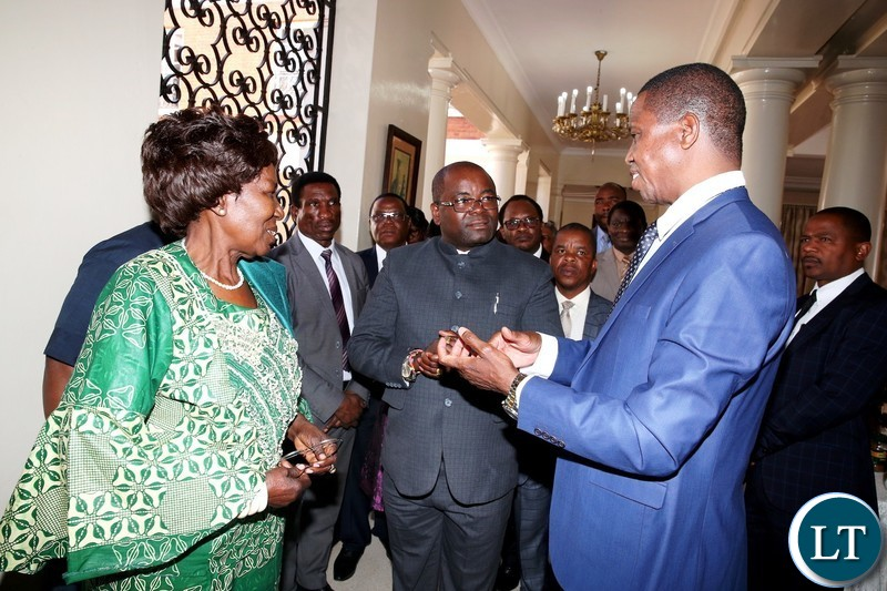 President Edgar Chagwa Lungu (R) talks to Ministerof Housing and Infrastructure Development RonaldChitolela as Vice-President Inonge Wina (left) and Cabinet Ministers look on at tea break during a Cabinet meeting at State House onMonday, August 13,2018-Picture by THOMAS NSAMA