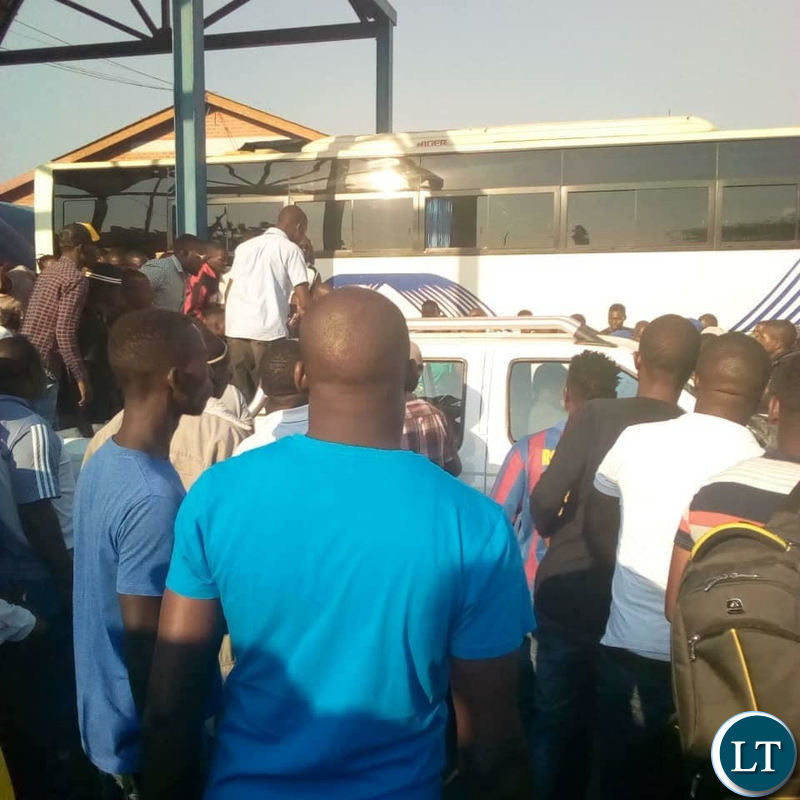 Zimbabwe police picking up Tendai Biti at Chirundu border post
