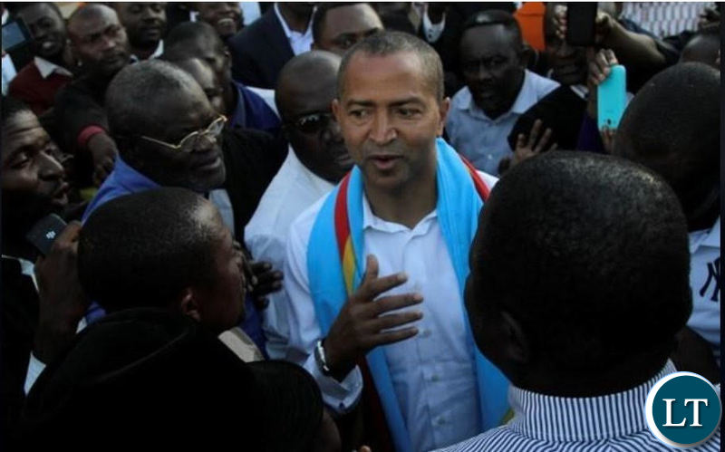 Moise Katumbi being welcomed by his supporters at Kasumbalesa border post