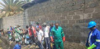 Lusaka Mayor, Miles Sampa helping with works in Lusaka