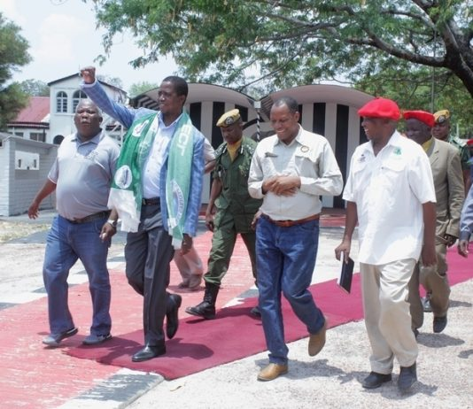 President Edgar Lungu (c) raises the PF symbol to the people of Limulunga District after paying courtesy call on the Litunga, heading to drum up support for the PF ahead of the Mangango parliamentary by-election to be held on November 20, 2018.