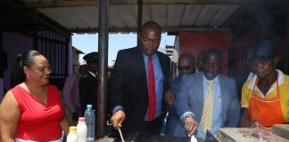 Lusaka Province Minister Bowman Lusambo (c) laid a team of experts from Lusaka city council to inspect the Matebeto Market in Lusaka
