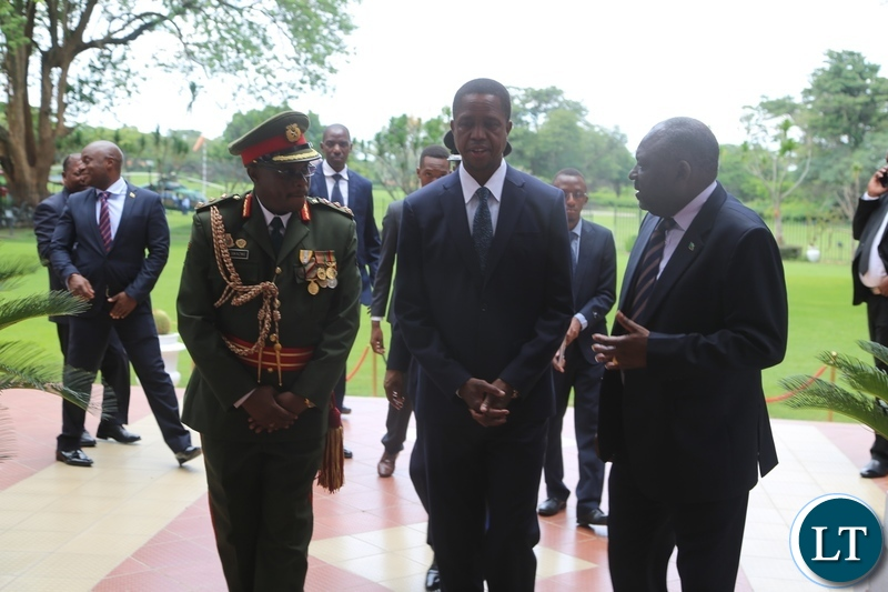 President Edgar Lungu confers with the Newly appointed Zambia Army Commander Lt. Gen. William Sikazye (l) and Defence Minister Davies Chama (r) shortly after the swearing in ceremony at State House