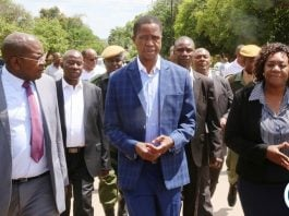 President Edgar Lungu confers with Minister of Health Chitalu Chilufya (l) Chainama Mental Hospital Senior Medical Superintendent Dr. Margaret Chibowa (r) during the tour of the Hospital