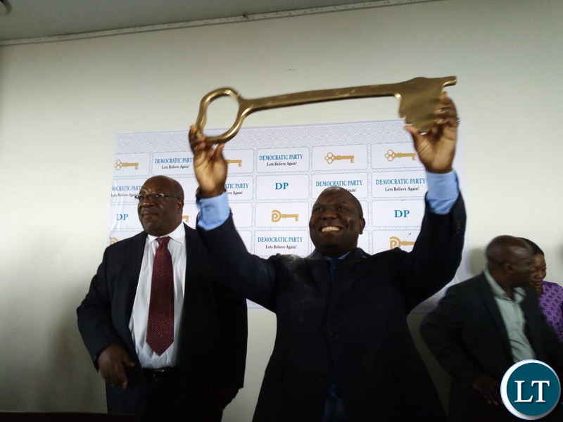DA President Harry Kalaba shows the party symbol during the press briefing in Lusaka