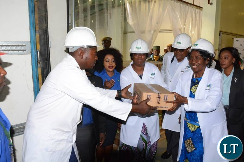 Honour the Vice President Madam Inonge Wina this morning despatched off medical supplies to cyclone hit countries - Malawi, Mozambique and Zimbabwe.