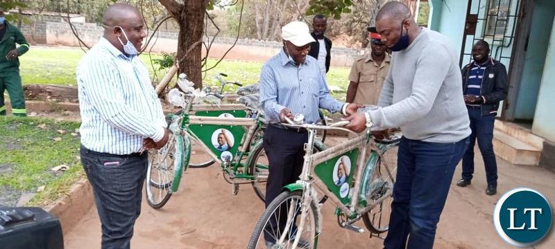 Lusaka Province Minister Bowman Lusambo hands over a bicycle to Senior Chief Chiwama at his palace in Masaiti