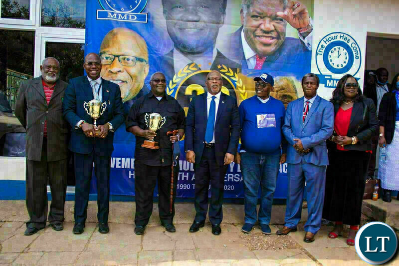 New Hope MMD President Dr. Nevers Mumba ( middle) poses with Vernon Mwaanga Jr (Second from left), Hon. Aka Lewanika ( Third from Left), New Hope MMD Vice President Mr. Reuben Sambo (third from Right) Bishop Mwinga ( Second from Right )