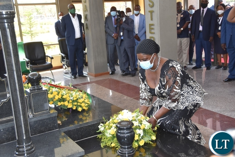 First Lady Esther Lungu laying wreaths at the tomb of the late President Sata during the Sata memorial service at Embassy park. Wednesday, October 28, 2020.Picture By ROYD SIBAJENE/ZANIS