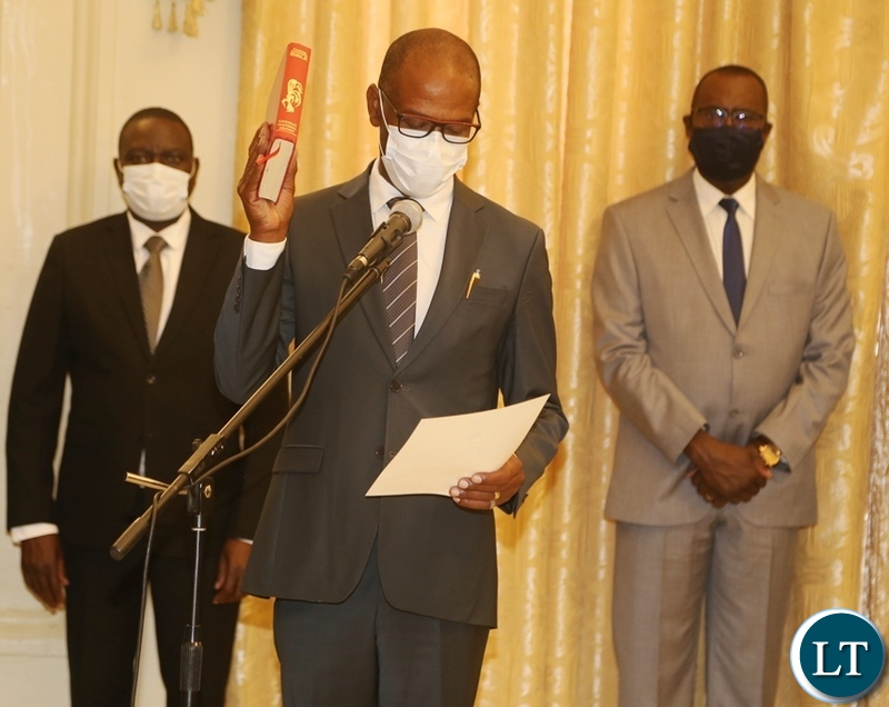 Newly appointed Bank of Zambia Governor Christopher Mvunga takes oath during the swearing ceremony at State House.